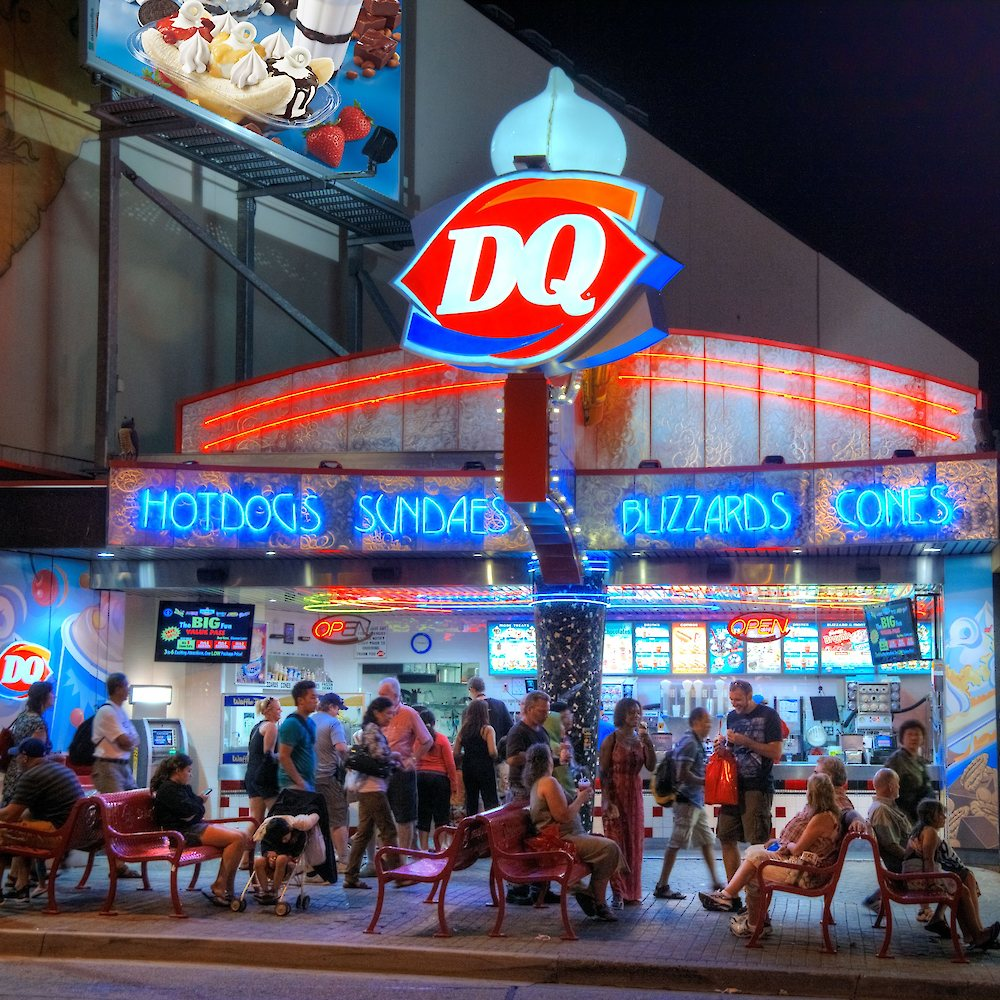 Contacting Dairy Queen to Verify Business Hours Phone Number: When you need to reach out to the customer service department, you will need to call If you are calling from Canada, you will need to call