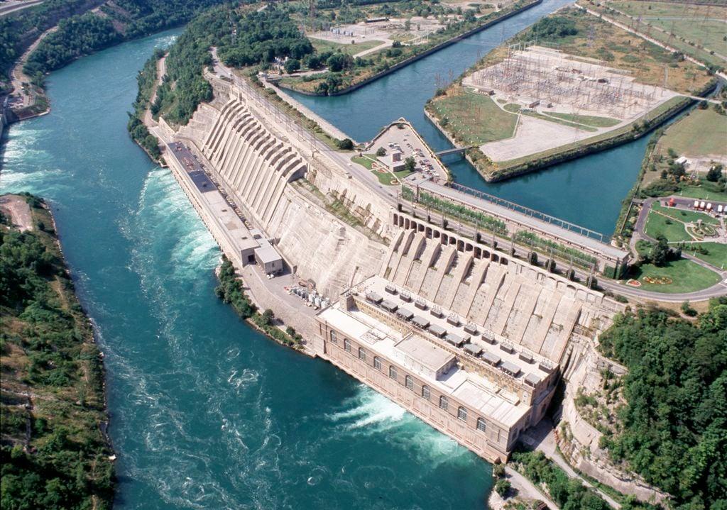 Do They Shut Off The Falls At Night Niagara Falls Canada
